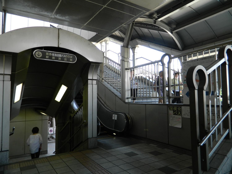 改札横階段